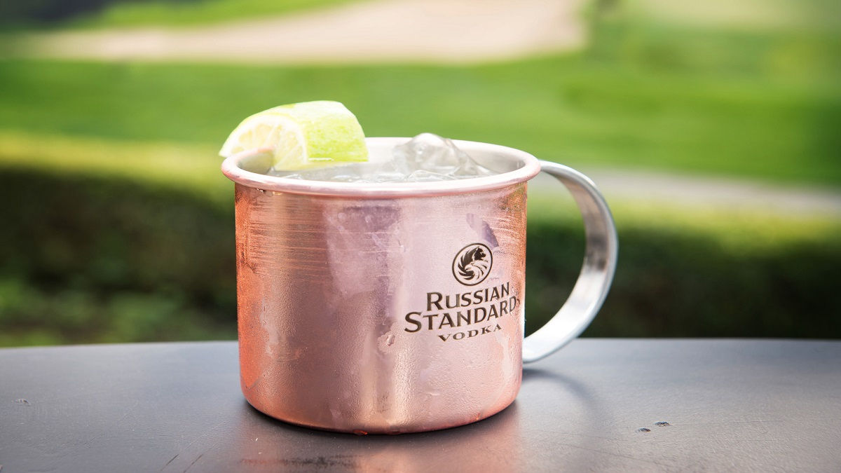 Patio Drinks with a Moscow Mule at Fescues Restaurant in Pemberton